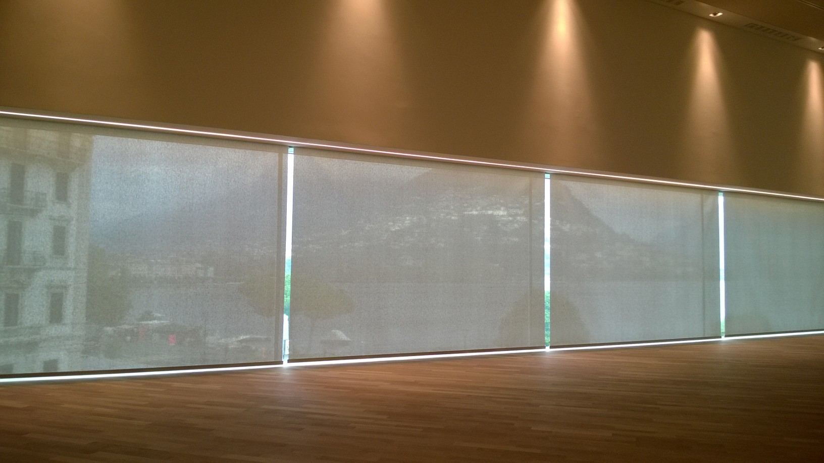Tende interne nell'area destinata a museo, per le tende è stato utlizzato il tessuto Soltis 99.