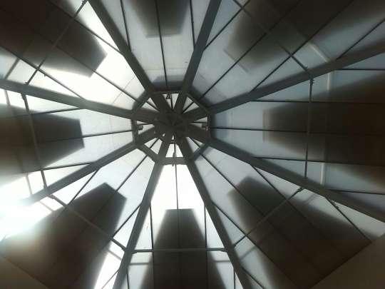 Tende triangolari su lucernario