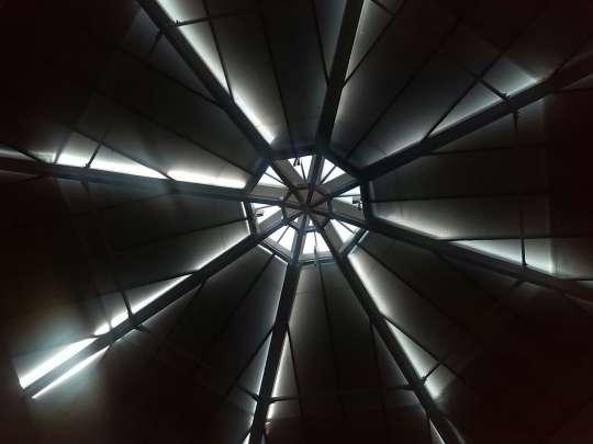 Lucernario piramidale con tende esterne