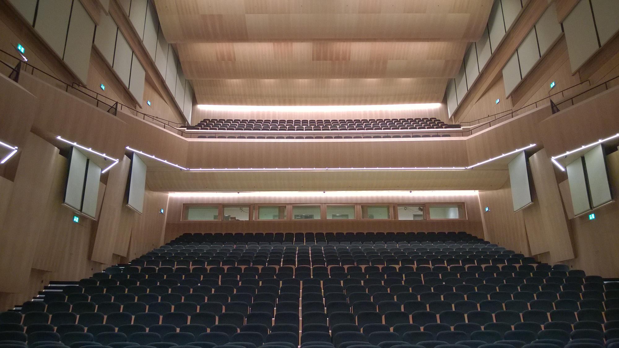 Auditorium Lac Lugano dotato di tende mobili fono assorbenti a doppio telo